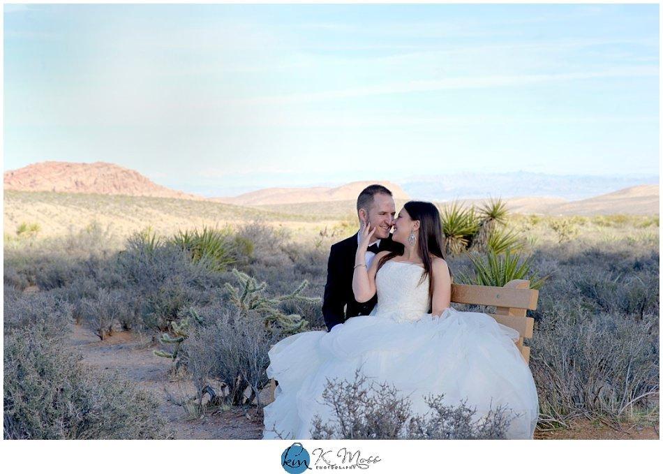 Las Vegas Nevada mountain wedding photos   K. Moss Photography